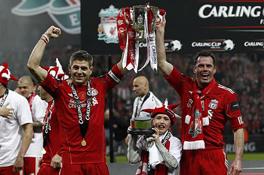 Gerrard y Carragher con la Carling Cup
