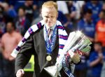 Alex McLeish con el Trofeo SPL