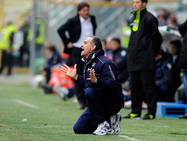 Francesco Guidolin dirigiendo un partido